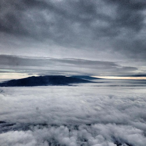 As Nick flew into Hilo, Mauna Kea & Mauna Loa stuck their heads over the clouds.