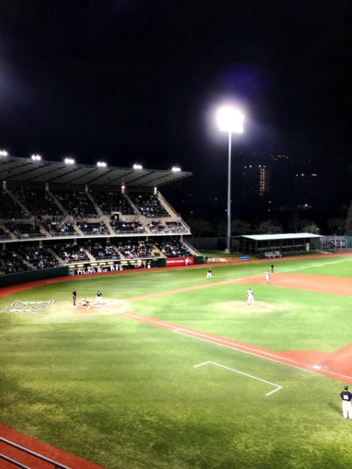It's another beautiful night in Manoa as the University of Hawaii baseball team takes the field!